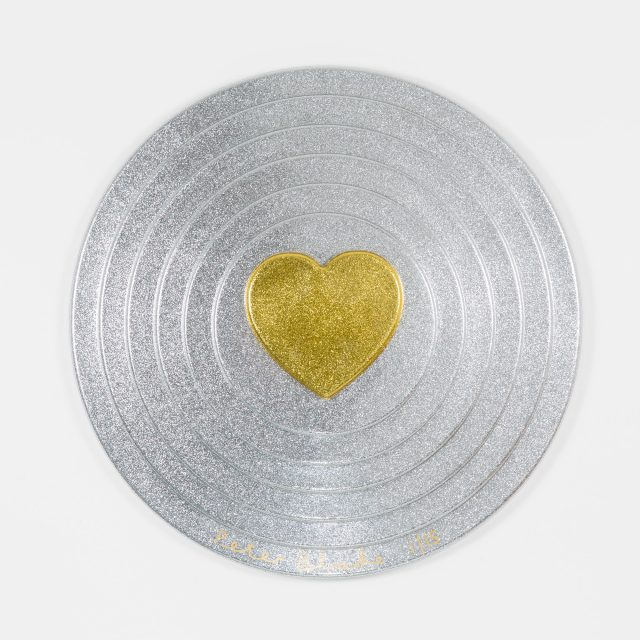 Peter Blake, Gold heart on silver Target (2017)