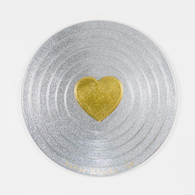 Peter Blake, Gold heart on silver Target (2017)